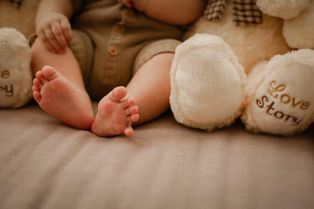 Les accessoires et équipements indispensables pour les jeunes parents